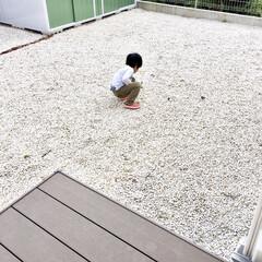 子ども/息子/4歳/ウッドデッキ/ミニブリック/物置/... 度重なる台風の影響で 庭の人工芝マットが…