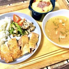 晩ご飯/コンビーフポテト/コンソメスープ/ナチュラルキッチン/ココット/チーズ焼き/... 今日の晩ごはん♩  メイン:鶏肉ソテー(…