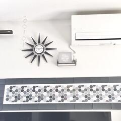 時計リメイク/時計/壁掛け時計/ペイントDIY/モノトーンインテリア/壁面ディスプレイ/... リビングのテレビ裏の壁面ディスプレイです…