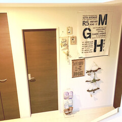 玄関インテリア/玄関ホール/ビフォー画像/DIY女子/カラーチェンジ/壁紙リメイク/... 我が家の玄関ホールです。  DIYが趣味…