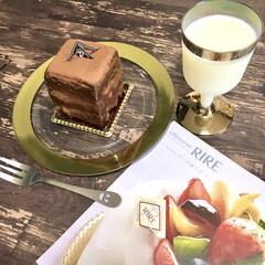 ゴールドカラー/オフノオン/プチプラ雑貨/幸せなひと時/キューブ型/チョコレートケーキ/... 本日のおやつ♡  キューブ型がなんとも可…