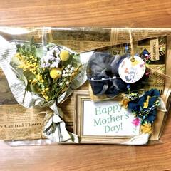 裂き布/フォトフレームアレンジ/ドライフラワーブーケ/ドライフラワー/シュシュ/ハンドメイド雑貨/... 明日は母の日ですね♡  毎年、感謝の気持…