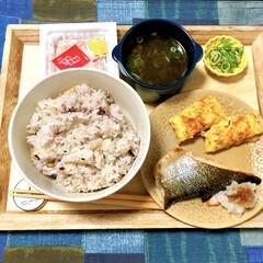 和食ご飯/朝食/朝ごはん/鮭の塩焼き/雑穀米/納豆/... とある日の朝食メニューです。  ・雑穀米…