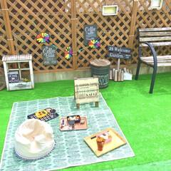 カフェ風インテリア/ラティスフェンス/人工芝マット/おうち時間/おむすび弁当/おにぎり/... おうちピクニックにハマっています♡  写…(1枚目)