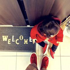 赤コーデ/親子リンクコーデ/冬ファッション/お出かけコーデ/玄関アプローチ/玄関マット/... 今日は一歩外に出ると強風で すごく寒かっ…