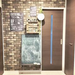 壁紙DIY/こどものいる暮らし/おうち時間/チョークボード/黒板ボード/玄関ホール/... カフェの入り口をイメージして 自己流DI…