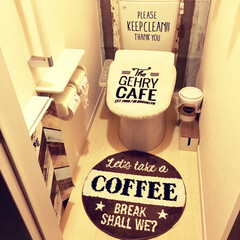 カフェ風インテリア/DIY女子/建売住宅/トイレ/キャンドゥ/ダイソー/... 我が家のトイレです。  背面の壁と、収納…