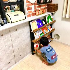 建売住宅/原状回復/ラブリコ/絵本棚DIY/絵本棚/デッドスペース活用/... キッチンカウンター下の デッドスペースに…