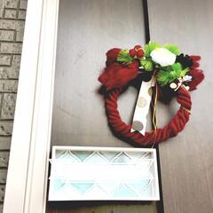 毛糸リース/ナチュラルキッチンアンド/フライングタイガー/建売住宅/表札/玄関ドア/... 玄関ドアに手作りしめ縄を飾りました。  …(1枚目)