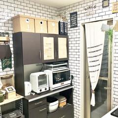 リミアな暮らし/キッチンインテリア/サブウェイタイル風/カフェ風インテリア/壁紙リメイク/壁紙DIY/... キャンドゥのキッチン壁用シートを使って …