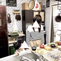 100均雑貨/カフェ風雑貨/カフェ風インテリア/カフェ風DIY/カフェ風キッチン/ボーダー柄/... キッチンで4人分のランチを準備している時…