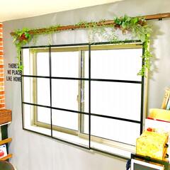 壁紙DIY/カーテンレール/ウォールステッカー/フェイクグリーン/窓枠DIY/DIY女子/... リビングの窓周辺を丸ごとDIY◎  元々…