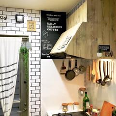 吊るす収納/シンプル化/壁紙リメイク/壁紙DIY/サブウェイタイル風/キッチンDIY/... カフェ風にDIYしたキッチンです。  コ…