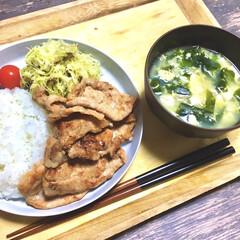 豚の生姜焼き/おうちご飯/お気に入りの食器/こだわりのテーブル/得意料理/美味しい/... 下味冷凍しておいた生姜焼き。  解凍後は…
