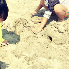 毎年恒例/こどものいる暮らし/海遊び/海水浴/砂浜/浜辺/... 昨日は友人家族と 海に遊びに行きました。…