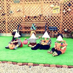DIY女子/ガーデン/パークベンチ/ミニブリック/人工芝マット/ラティスフェンス/... 砂利一面だった庭に ラティスフェンスを立…