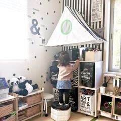 牛乳パック椅子/こどものいる暮らし/カラーボックス/すのこ/手作りままごとキッチン/おもちゃ収納/... リビングの一角をキッズスペースにしていま…