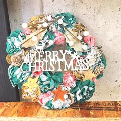 簡単リメイク/簡単DIY/100均DIY/100均リメイク/フライングタイガー/クリスマスカラー/... ペーパーナプキンでお花を大量生産し ペパ…(1枚目)