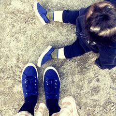 お散歩/チェックスカート/足元コーデ/足元/カジュアルコーデ/エイチアンドエム/... 今日は1歳の娘と ネイビーの靴でお揃い風…