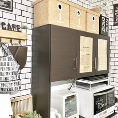 壁紙リメイク/壁紙DIY/キャンドゥ/サブウェイタイル風/収納/キッチン収納/... キッチン背面のインテリアです。  壁は元…