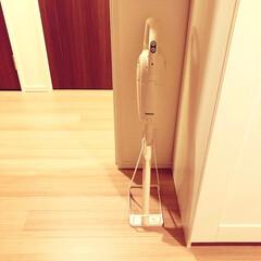 YAMAZAKI/山崎実業 スティッククリーナースタンド ホワイト(浴室用ブラシ、スポンジ)を使ったクチコミ「きゃー!買っちゃいました、マキタの掃除機…」