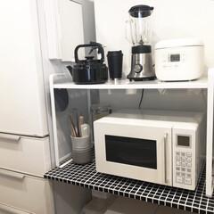 伸縮レンジラック タワー ホワイト | 山崎実業(キッチンラック)を使ったクチコミ「家電を置いている台の天板をタイルシールで…」
