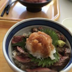 お肉/ご飯 今日もお昼は外食🍴 いつも学校の送り迎え…