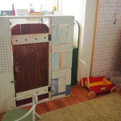 セルフリノベーション/リミアな暮らし/子供部屋/子供部屋インテリア/ピンク/DIY/... 子供部屋(娘部屋)です。 ドアのついた衝…