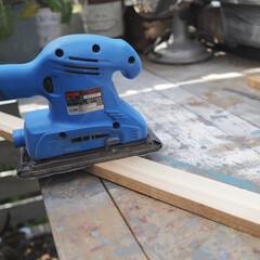 作業風景/サンダー/RYOBI/ウッドデッキ/暮らし/DIY/... ある日の作業風景です。 板にサンダーをか…