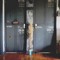 コンテナ風ドア/アイデア投稿もしています/インスタグラムやってます/ブログ書いてます/うららかものづくりCafe/DIY/... 久々にコンテナ風ドア前。。。 この写真だ…
