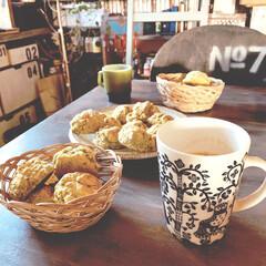 青汁入り/スコーン/おうちカフェ/バスケット/カゴ/マグカップ/... こんにちはーーー♪ 今朝の朝食、スコーン…