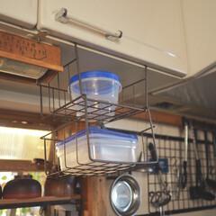 アイデア投稿もしています/インスタグラムやってます/ブログ書いてます/うららかものづくりCafe/ジップロック/キッチンインテリア/... 我が家のキッチンです。  吊り戸棚に、ど…