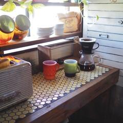 窓枠棚/セルフリノベーション/ファイヤーキング/カフェ風インテリア/キッチン/雑貨/... 朝のキッチン風景です。  最近模様替えを…
