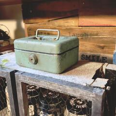 道具箱/ミニ金庫/リメイク/古道具風/アイアンペイント/ペイント/... 前にリサイクルショップで購入した300円…