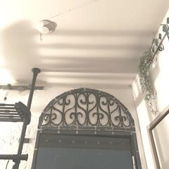 モロッコ風/山善/頑丈つっぱりラック/アイデア投稿もしています/インスタグラムやってます/ブログ書いてます/... 寝室のドアの上の方です。 こちらもdiy…