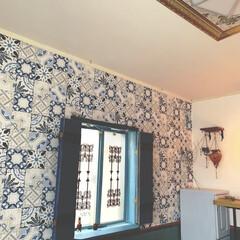 鎧戸風/輸入壁紙/寝室/100均/DIY/雑貨/... 寝室の窓はこんな感じになっております。 …