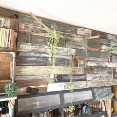 黒板/セルフリノベーション/フェイクグリーン/板壁/インスタグラムやってます/ブログ書いてます/... カウンターの上の板壁。 こちらは、元々ふ…
