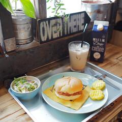 カフェ風/ハンバーガー/お皿/グラス/カフェオレベース/アイスコーヒー/... おうちで給食気分。 給食のお盆があったの…