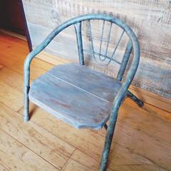 アイアンペイント/カフェ風インテリア/ナチュラル/アンティーク風/ベビー椅子リメイク/ベビー椅子/... 普通のカラフルなベビー椅子を黒と板で 男…