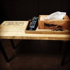 フレッツ/ブライワックスジャコビアン/ステンシル/サイドボード/机/カインズ/... ベッドサイドに置く机を作りました。 小物…