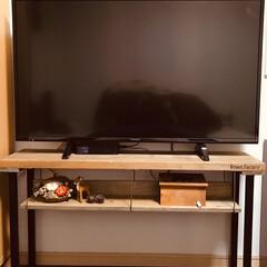 カインズホーム/テレビボード/掃除グッズ/セリア/100均/DIY/... 友達に、頂いた足場板で、テレビボードを作…(1枚目)