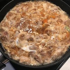 夜ご飯/親子丼/おうちごはん/グルメ うちの親子丼は家族4人分一気に作ります。…