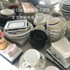 大掃除/2018/フォロー大歓迎/冬/キッチン/インテリア/... 毎年恒例の食器棚の大掃除。 まずは食器を…