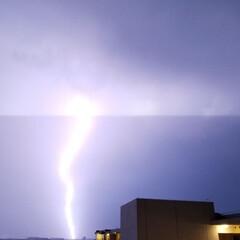 天気/雷/雷雨/暮らし 雷すごい!近くに落ちた😱 台風で地盤が緩…