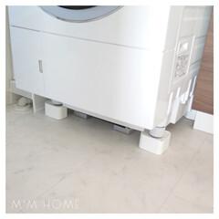 シンプルライフ/モノトーン/体重計収納/洗濯機/脱衣所/洗面所/...  〈 洗濯機下 〉  洗濯機の下のお掃除…