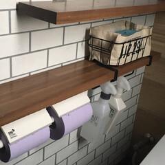 キッチンペーパーホルダー/プチプラ/トイレ収納/壁面収納/吊るす収納/収納/... プチプラで吊るす収納が可能に✨ セリアの…(1枚目)