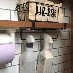 キッチンペーパーホルダー/プチプラ/トイレ収納/壁面収納/吊るす収納/収納/... プチプラで吊るす収納が可能に✨ セリアの…(2枚目)