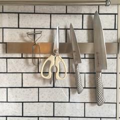 壁面収納/吊るす収納/ナイフラック/キッチン収納/キッチン雑貨/キッチン/... キッチンにナイフラックをつけました✨ キ…(2枚目)