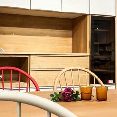 食器棚/ダイニングボード/キッチン/ダイニング/椅子 /チェア/... 本日入荷の食器棚は奥さんが一番好きな椅子…
