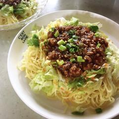 ジャージャー麺/辛いもの好き/食べたくなるやつ/夏 お昼はジャージャー麺です。 市販のもので…